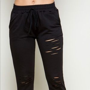 Pants - 💥NEW💥 Distressed French Terry Jogger in black